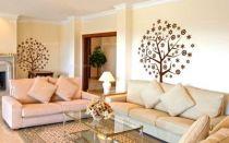 Sticker arbre décoratif découpé à la forme dans vinyle de couleur unie. Ce sticker comprend des motifs que vous pouvez disposer comme vous le souhaiter, vous pouvez réaliser cette composition avec vos enfants. Idéal pour décorer la maison en famille.