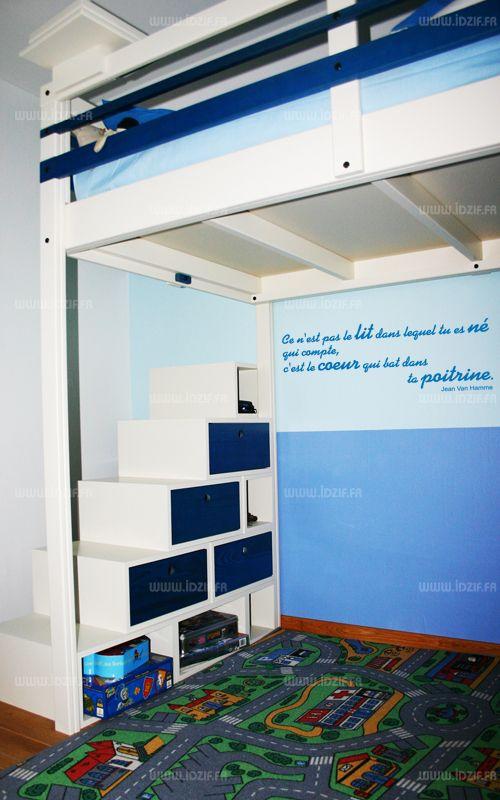 """Sticker citation \""""Ce n\'est pas le lit...\"""" de Jean Van Hamme. Sticker adhésif découpés à la forme dans vinyle de couleur unie. Ce visuel fera sensation dans votre intérieur."""