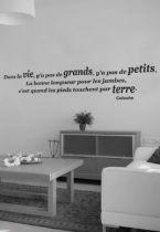 Sticker citation : Dans la vie, y\'a pas de grands (...). La bonne longueur pour les jambes (...)