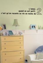 Sticker citation : L\'ennui, quand on est petit, c\'est qu\'on raconte sa vie en moins de 2