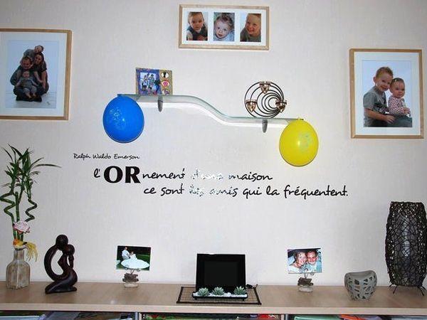 Sticker citation : L\'ornement d\'une maison ce sont les amis qui la fréquentent