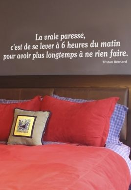 Sticker citation : La vraie paresse, c\'est de se lever à 6 heures (...) rien faire