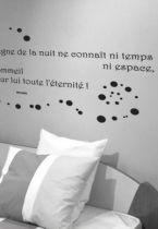 Sticker citation : Le règne de la nuit (...) le sommeil a pour lui tout l\'éternité