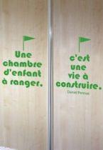 Sticker citation : Une chambre d\'enfant à ranger. C\'est une vie à construire