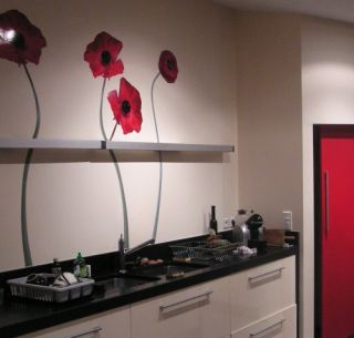 un sticker fleur dans une cuisine une bonne idée de décoration