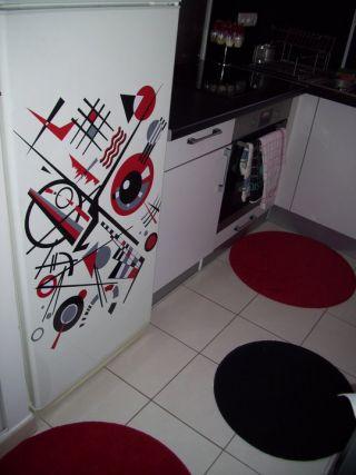 Décorer le frigo avec un sticker une bonne manière de casser la monotonie de votre cuisine