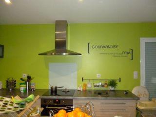 Vous cherchez une idée de décoration pour votre cuisine alors pourquoi pas un sticker mural citation.