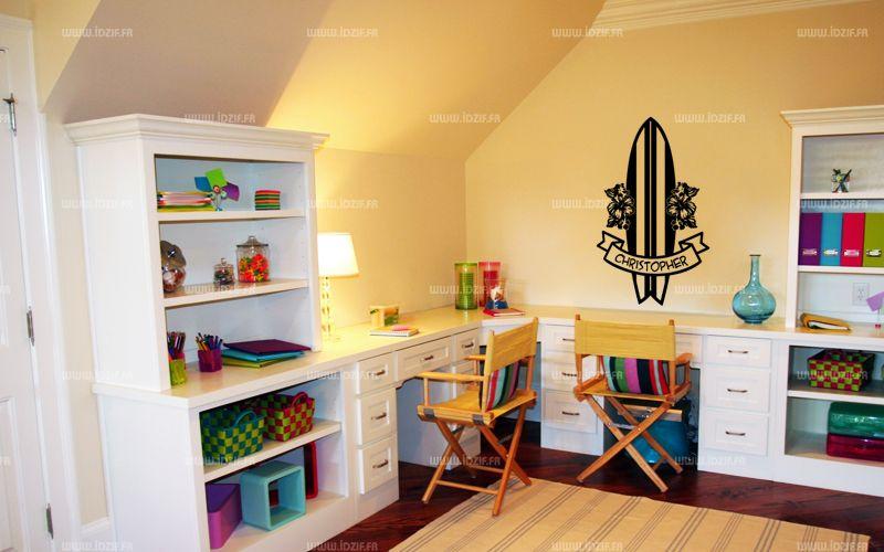 Sticker planche Hawaïenne découpé à la forme dans vinyle de couleur unie. Envie d\'ambiance exotique? ce visuel est fait pour vous. Ce sticker vous apportera une touche de fraîcheur dans la chambre de vos petits.