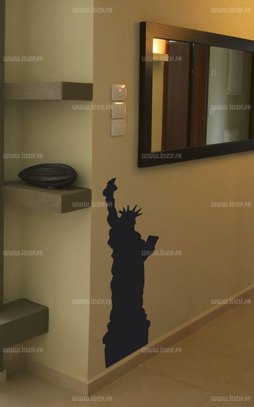 """Sticker \""""statue de la Liberté\"""" découpé à la forme dans vinyle de couleur unie. Ce visuel habillera vos murs de manières originale. Création MALTIN"""