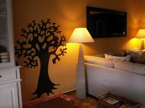 Stickers arbre découpé à la forme dans vinyle de couleur unie.  Ce sticker à été vu dans une émission de décoration très connue