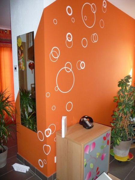 Décoration d\'une salle à manger avec des stickers bulles