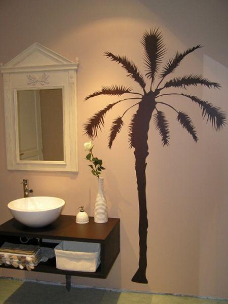 Stickers palmier dans une salle de bain mais s\'adapte sur tout support lisse