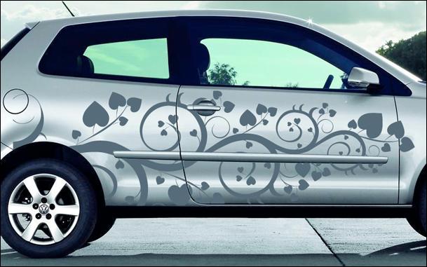 Stickers pour voiture avec des motifs floraux et des petits cœurs