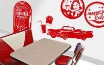 Stickers snack américain. Voici une ambiance tout droit arrivée des années 1960 avec ces stickers rétro qui représentent les symboles du snacking : le hamburger, le soda, le cornet de glace ainsi que le cornet de frite. Sans oublier, la serveuse, le jukebox, la plaque de voiture américaine et la cadillac. Composez donc votre décor très vintage avec ce décor complet qui vous transportera dans le passé et outre-Atlantique. Création LNdesign